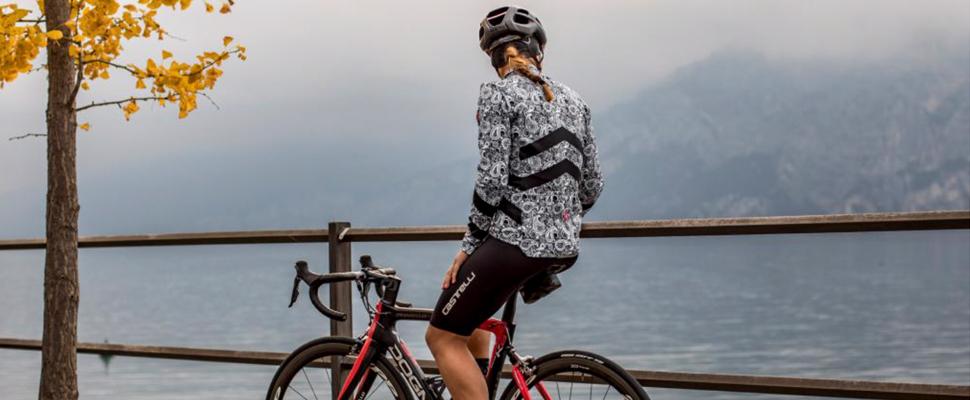 vrouwenkledij fietsers Castelli
