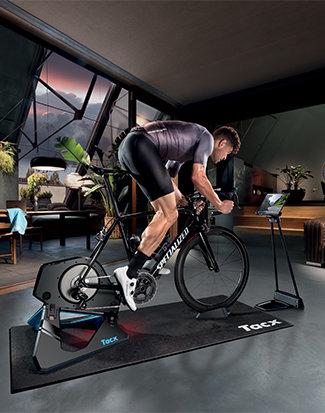 De Tacx Neo 2T fietstrainer in actie